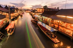 http://mohsinabrar.com/wp-content/uploads/2016/04/Floating-Market.jpg